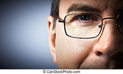 ojo, glasses.