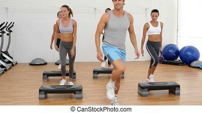 oklaski, aerobics, klasa, krocząc