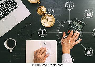 okmányok, dolgozó, igazságosság, laptop, könyvelő, vagy, ábra, orrfutó emelési sebesség, számítógép, concept.businessman, ügyvéd, használ, beszámolók, törvény, számológép