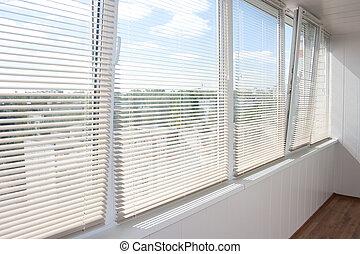 okna, jalousie