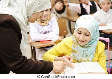 oktatás, elfoglaltságok, alatt, osztályterem, -ban, izbogis, boldog, gyerekek, tanulás