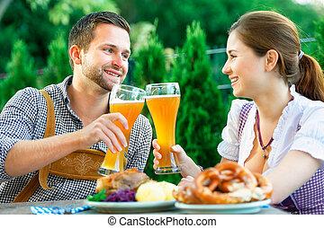 oktoberfest, lächeln, paar, bayerischer
