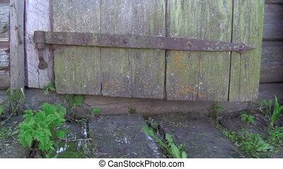 door - old door closes