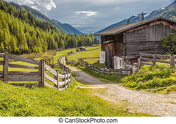 Old farmhouse in South Tyrol - Old farmhouse in Kasern in ...