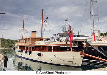 Old fashioned steam boat - Old fashioned retro steam boat at...