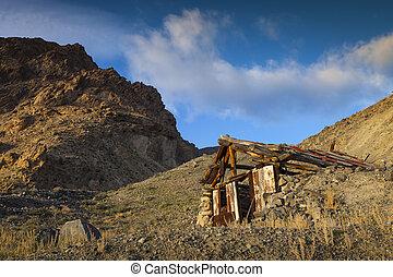 Old Gold mining shack in the Nevada desert