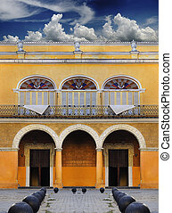 Old Havana colonial building - Detail of beautiful typical...