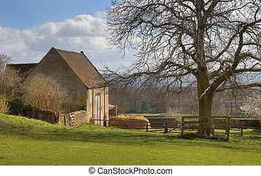 Old hay barn - Hay barn on the Cotswold Way at...