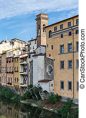 Old houses along the banks of the Arno River in Florence -...