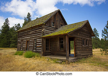 Old Log Cabin - An old log cabin in rural Washington