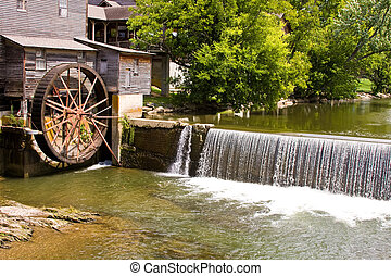 old mill water wheel in pigeon forge tennessee