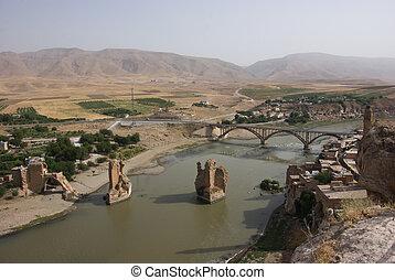 Old & new bridge over the Tigris river, Hasankeyf - Turkey