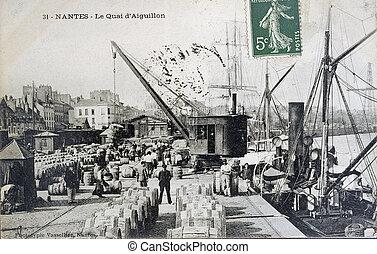 old postcard of Nantes, the quay of Aiguillon