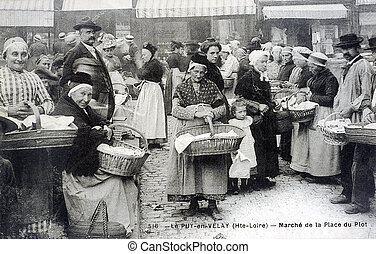 old postcard of the Puy-en-Velay, market of the place of Piot