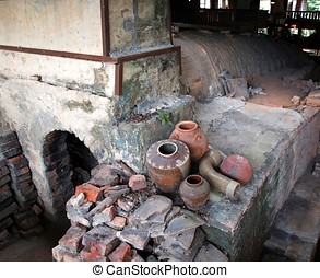Old Pottery Kiln - The entrance to an old pottery kiln