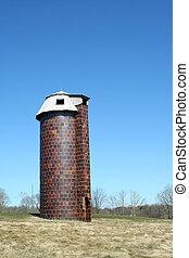 Old silo - A old silo against blue sky
