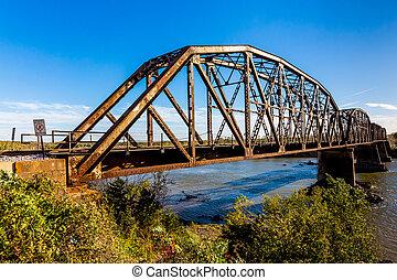 Old Steel Beam Railroad Bridge - An Iconic Old Metal Truss ...