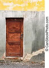 old wooden door with lock - old wooden door frame with lock...