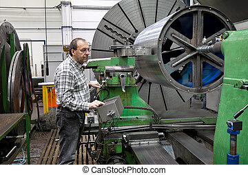 Older workers in the metal industry in CNC milling