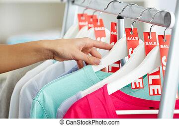 olhando, roupas