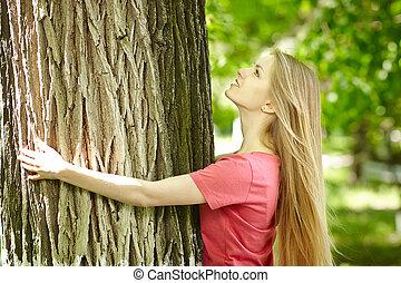 olhar, árvore, femininas, cima, abraçando