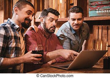 olhar, bom, apontar, laptop, alegre, tela, homem