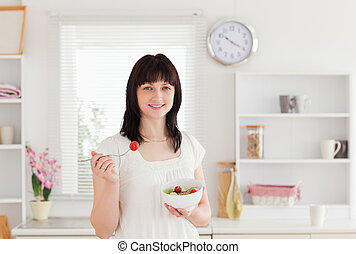 olhar bom, morena, femininas, comer, um, tomate cereja