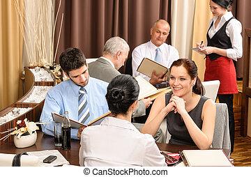 olhar, negócio, menu restaurante, almoço, executivos