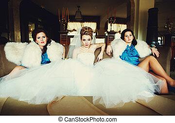 olhar, sentando, sofá, noiva, provocar, maneira, damas honra, afar