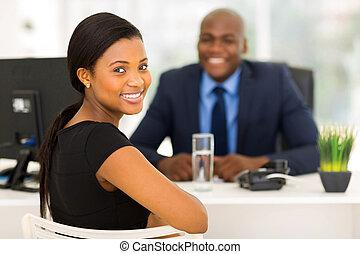 olhar, trabalhador, costas, escritório, africano