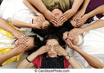 olhos, grupo, crianças, fechado, feliz