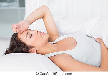 olhos, mulher, sonolento, jovem, cama, sofrimento, fechado, lar, vista, lado, dor de cabeça