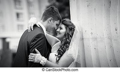 olhos, noivo, abraçando, olhar, noiva, monocromático, retrato