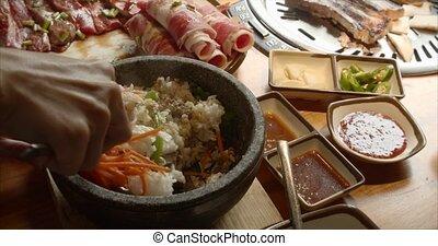 olla, tabla, filete, roll., raíces, arroz, cast-iron, espinaca, arrollado, apetitoso, cortar, chef, usos, cocina, arroz, trigo, delicioso, cuidadosamente, zanahorias, mezclas