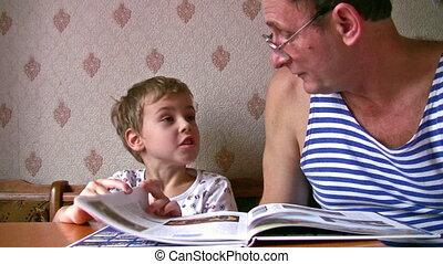 olvas, idősebb ember, könyv, gyermek