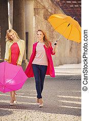 ombrelli, due, girlfreinds, attraente