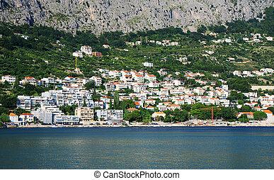 omis, stadtansicht, bei, der, berg, in, croatia.