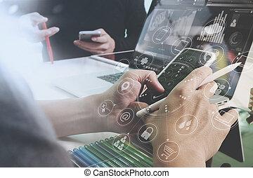 omni, nowoczesny, drewniany, graficzny, monokl, używając, online, projektant, interfejs, biurowa kasetka, ręka, ekran, kanał, ikony, filtr, zakupy, ruchomy, wpłaty