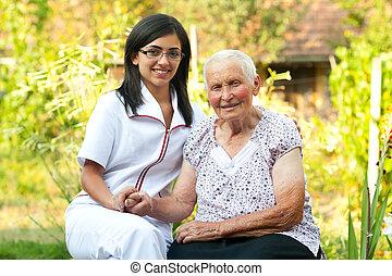 omsorgen, läkare, med, äldre kvinna