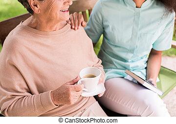 omsorgen, om, caregiver, pensionären, kvinnlig