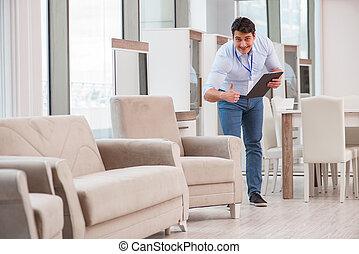 omzet assistent, in, de opslag van het meubilair