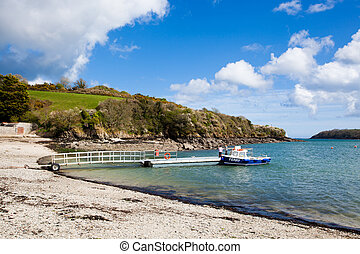 Helford Passage - On the riverside beach at Helford Passage ...
