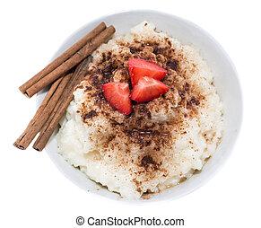 (on, white), pudín arroz, canela
