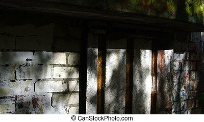 onbeheerd gebouw, bouwwerken, woning, thuis, fabriek, warhouse., pov, verschrikking, achtergrond