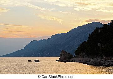 ondergaande zon , adriatisch, kroatië