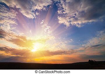 ondergaande zon , in, bewolkte hemel
