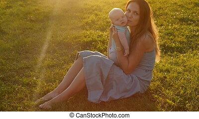 ondergaande zon , kind, silhouette, moeder