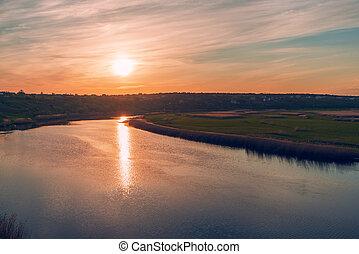 ondergaande zon , op, dramatische hemel, rivier