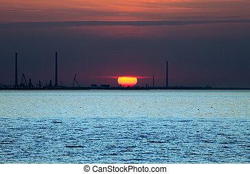 ondergaande zon , op, een, kust