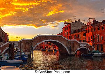 ondergaande zon , op, vaart, cannaregio, in, venetie, italië